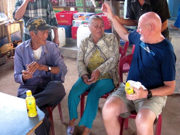 Man vill att jag lägger armen om mormor - morfar röker Blend - öl heter bia