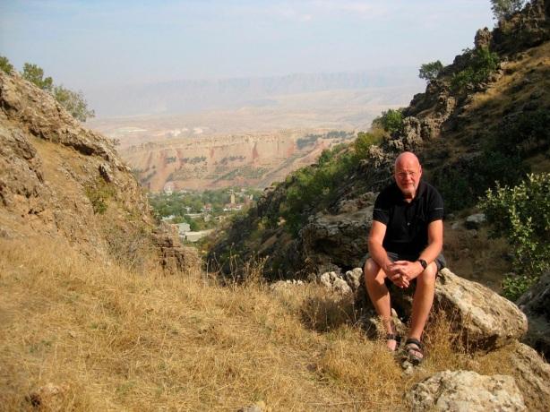 Utsikt över Shaqlawa och gränsbergen mot Iran